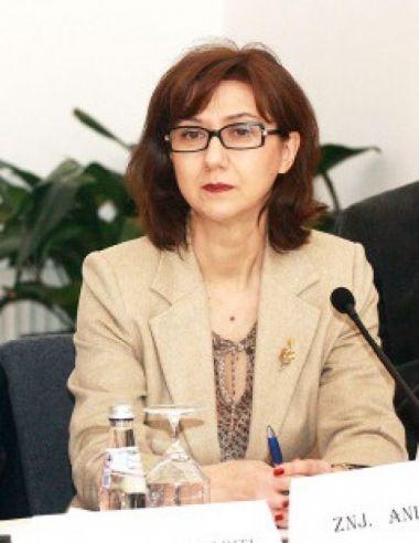 Anila Bitri, propozimi i qeverisë për të zëvendësuar Neritan Cekën në Romë