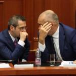 SEANCE PARLAMENTARE - Kryeministri Edi Rama dhe Ministri i Brendshem Saimir Tahiri, gjate nje seance parlamentare, ku Gentian Salaj eshte zgjedhur krytari i ri Autoritetit te Medias Audiovizive, AMA./r/n/r/nPARLIAMENTARY SESSION - Prime Minister, Edi Rama and Saimir Tahiri, Minister of Interior, during a parliamentary session.