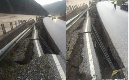 E frikshme. Ja si e ka çarë uji rrugën nacionale Elbasan -Librazhd. Kujdes!