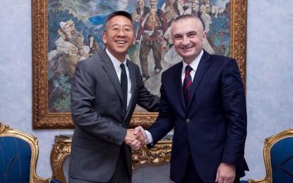 Ambasadori Lu takon Ilir Metën. Nuk dihet biseda e tyre e vertetë