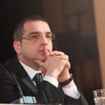 Çfarë po ndodh në zyrën e Saimir Tahirit?