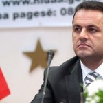 Llalla: T'u hiqet mandati dy kryebashkiakëve