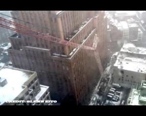 Shikoni rrëzimin e një vinçi gjigand në mes të Nju Jorkut