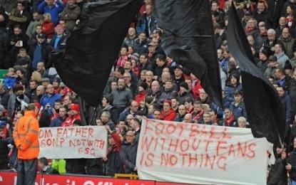 Tifozat e Liverpoolit largohen të gjithë në minutën e 77-të nga stadiumi