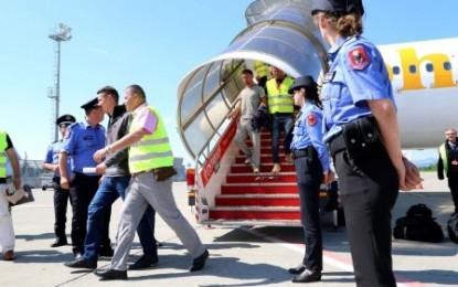 Riatdhesohen 31 shqiptarë nga Franca, Hajnaj: Mos kërkoni më azil
