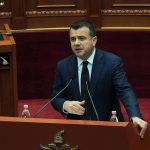 Balla i 'tërheq' veshin ministrit të LSI për aksin Tiranë-Elbasan, ndërhyn Meta: Ngrihu e jep sqarime