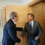 Donald Lu shkon në zyrën e ish-kryeministrit Sali Berisha
