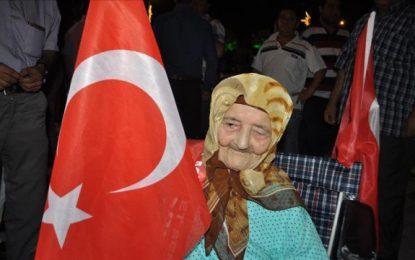 Turqi, 113-vjeçarja fjalim në rrugë kundër puçistëve