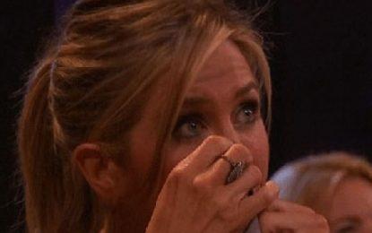 Aniston shpërthen në lot: Koha shëron çdo dhimbje
