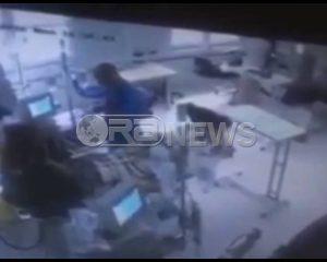 Kujdes/Video e momentit kur hidhet benzina në spitalin amerikan