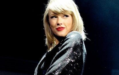 Taylor Swift drejt humnerës…
