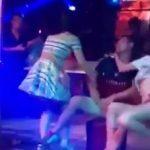 Videoja që po bën xhiron e botës. Gruaja kap burrin me striptisten në lokal