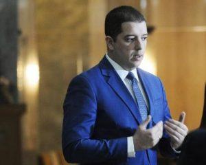 Gjuriç mohon Tahirin: Kush tha se Kosova do bëhet me kod telefonik?