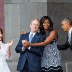 Michele përqafon Xhorxh W. Bush, miqësia po thyen rrjetin