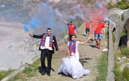 Dasma speciale në Shkodër, nusja dhe dhëndri të çmendur pas Vllaznisë