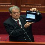 Zbulohet fjalëkalimi i iPad-it të Sali Berishës, numra domethënës (VIDEO)