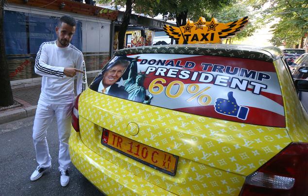 Taksisti i Tiranës që mbështet Donald Trump, në vëmendje të mediave të huaja (FOTO)