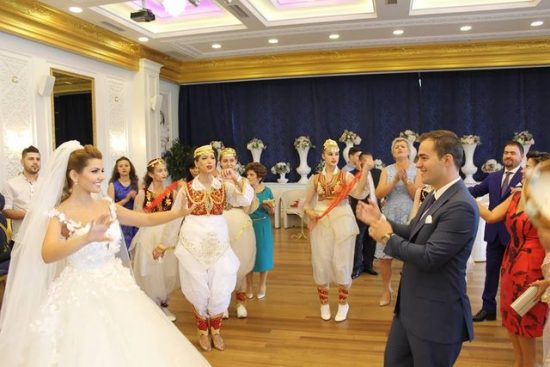 Dasma spektakolare e djalit të Ylli Ndroqit,Redonit, dje në Tiranë(VIDEO)