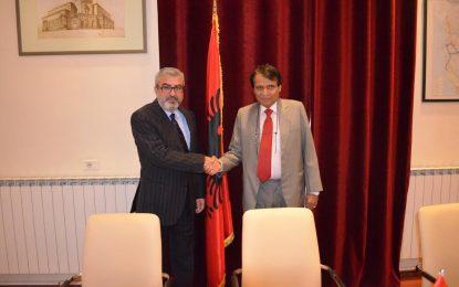 Ministri Sokol Dervishaj pret ministrin indian të hekurudhave