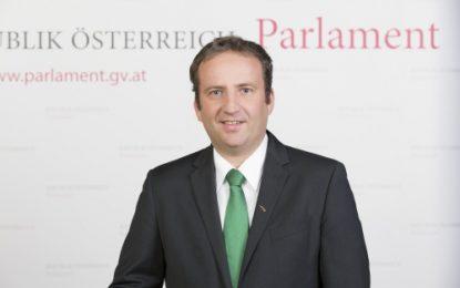 Deputeti Austriak: Qeveria të monitorojë fushat me kanabis, pengesë serioze drejt BE-së
