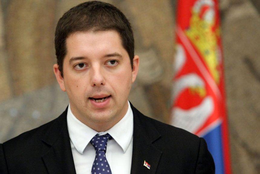Udheheqësi serb hyn i fshehur në autoambulancë
