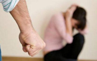 Fier, dhunoi bashkëshorten, arrestohet 28-vjeçari