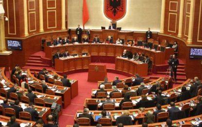 Vettingu, Kushtetuta komision pozitë-opozitë, sot zgjidhje surprizë?!