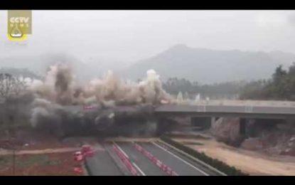 VIDEO spektakolare/200 metra urë zhduken me një shpërthim