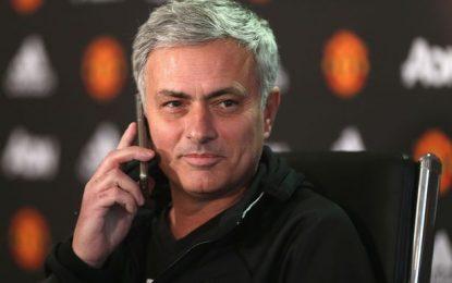 VIDEO/ Mourinho i përgjigjet telefonit të gazetarit