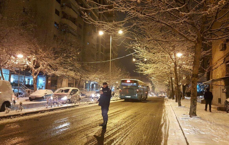 Reshjet e borës, Veliaj apel qytetarëve: Tregoni kujdes në lëvizje; Mbi 1200 punonjës në terren