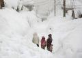 Bulqizë, dy familje të izoluara nga bora: Duam ushqime dhe ilaçe