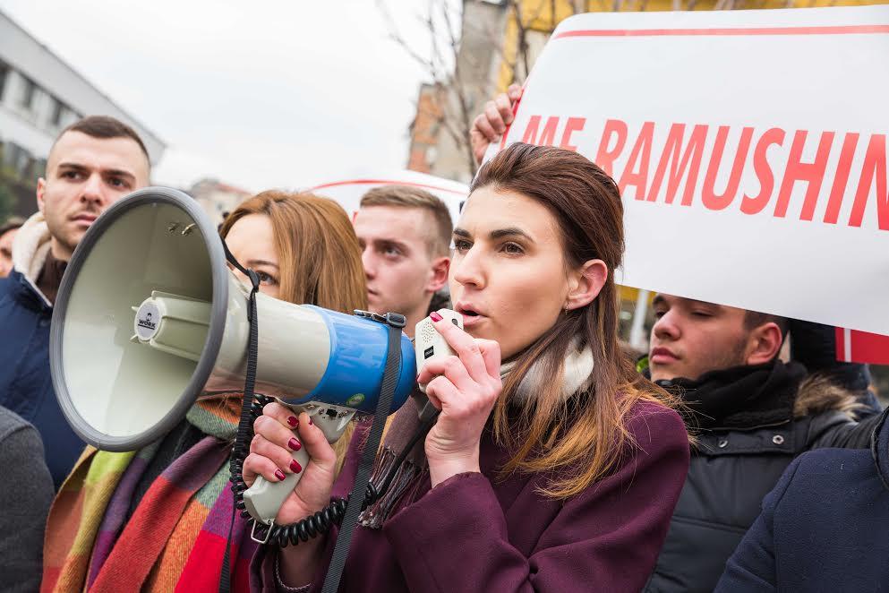LRI protestë me të tjerët te ambasada franceze