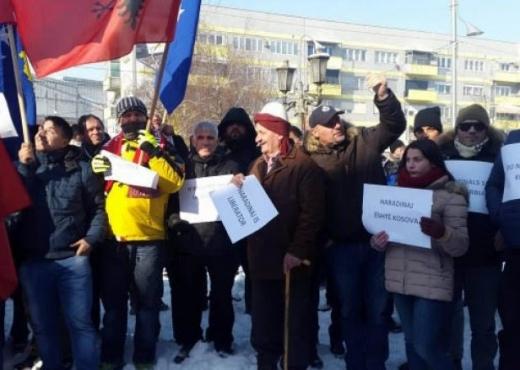 Qytetarët e Gjilanit protestojnë kundër arrestimit të Haradinajt