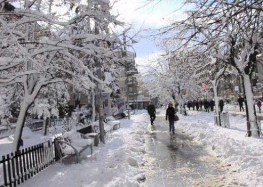 Tenton të ecë mbi akull, vdes 40 vjeçari në Fier