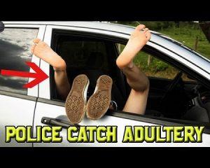 Seks i shfrenuar në makinë, por… (VIDEO)
