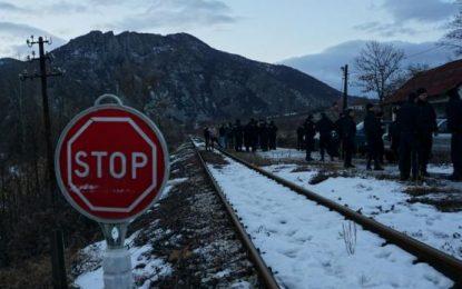 AP: Nga Haradinaj tek incidenti i trenit – kriza e madhe në zemër të Ballkanit
