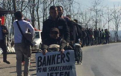 Grevistët e Zharrësit kërkojnë largimin e PD nga protesta