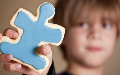 Autizmi, shenjat e hershme dhe faktorët