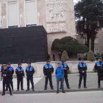 Policia rrethon Kryeministrinë (FOTO-LAJM)