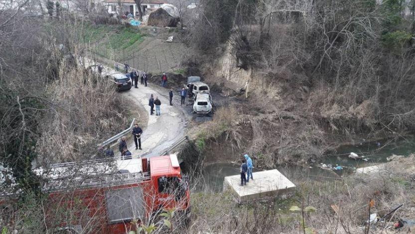 FOTOT e makinës së djegur të grabitësve të blindit të bankës private në Rinas