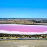 Liqeni i cili ndryshon ngjyrën sipas motit