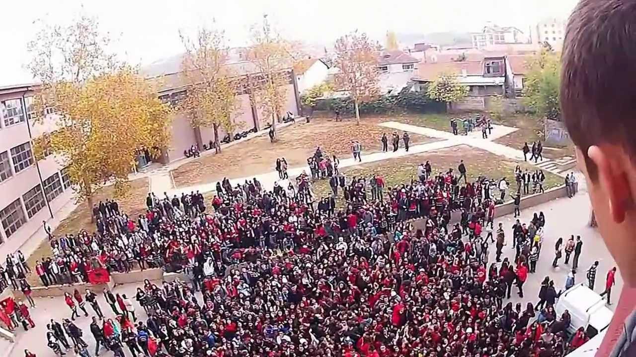"""Plas në gjimnazet e Tiranës. Bojkotojnë mësimin. Solidarizohen me """"çadrën"""""""