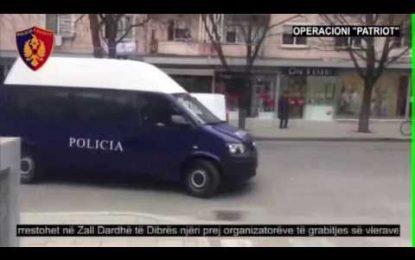 Ç'po ndodh në Fier, banorët përplasen me policinë