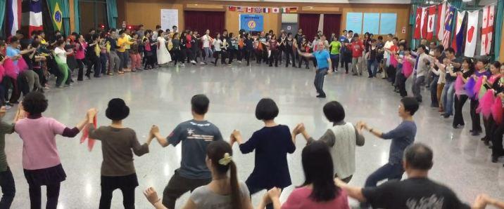 Vallja e Tropojës në versionin kinez(VIDEO)