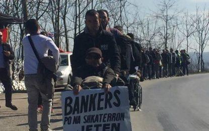 Marshuesit e Zharrëzës: Policia po ushtron presion mbi familjet tona që të tërhiqemi