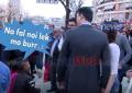 """Fëmijët lypsa Bashës: """"Na fal noi lek"""", fjala """"Libido Latente"""" dhe uji i Minstres së re (VIDEO)"""