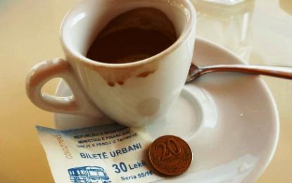 Në Durrës, kamerieri shokohet! Ja si e paguan kafen klienti