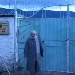 Dalja nga burgu e Nexhmije Hoxhës dhe përqafimi i përzemërt me… (VIDEO)