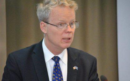 Ambasadori i SHBA në Kosovë komenton idenë e Shqipërisë së madhe