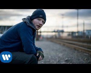 Arrestohet se dëgjonte të njëjtën këngë (VIDEO)